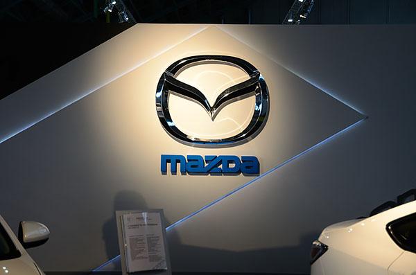 18 - 4 - Выставочный стенд Mazda. Моторшоу 2013