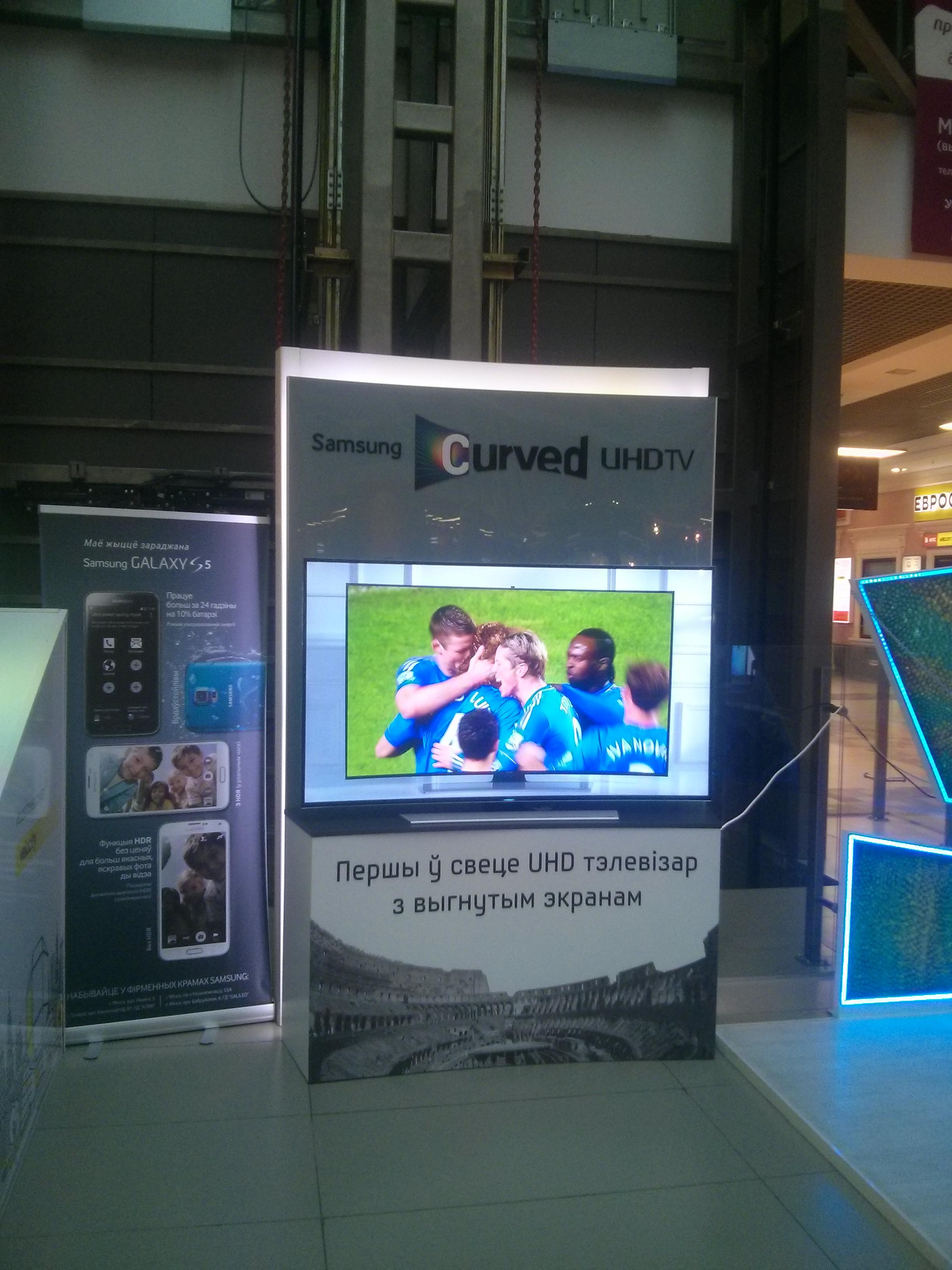 3 - Презентационная стойка для изогнутых TV Samsung